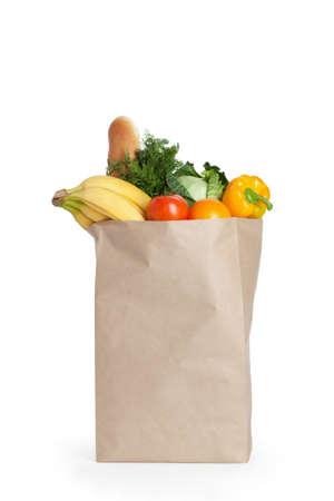 mental object: Bolsa de papel con la comida sana sobre fondo blanco
