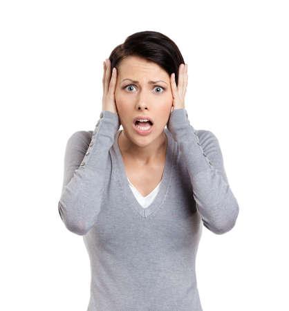 asustado: Confundido mujer pone las manos en la cabeza, aislado en blanco Foto de archivo