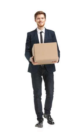 brings: Negozio assistente porta il, pacco isolate, sfondo bianco