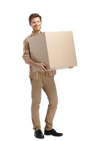 gladly: Rondas hombre lleva la caja, aislado, fondo blanco