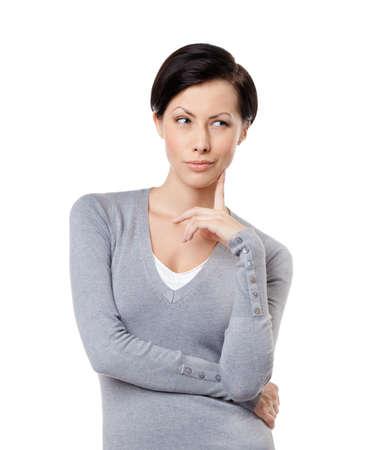 mujer pensativa: Mirada interesada, aislado en blanco Foto de archivo