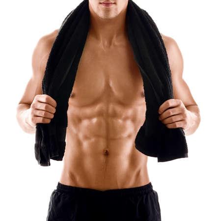 abdomen fitness: Sexy cuerpo de hombre musculoso atleta con una toalla sobre los hombros, aislado en blanco Foto de archivo