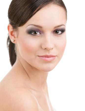 plan éloigné: Portrait d'une femme avec le maquillage, isolé sur blanc