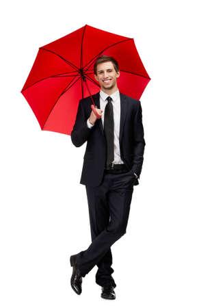 uomo sotto la pioggia: Ritratto di lunghezza completa di uomo d'affari con l'ombrello aperto aperto, isolato su bianco