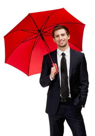 uomo sotto la pioggia: Uomo d'affari di partecipazione aperto ombrello rosso in testa, isolato su bianco Archivio Fotografico