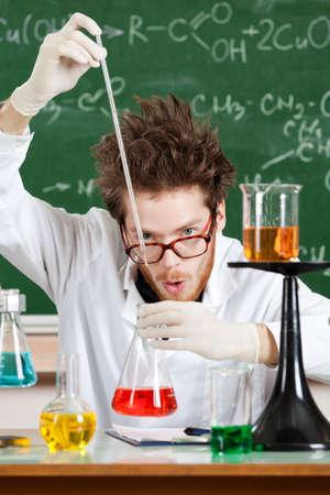 researches: Mad Professor detiene alcuni esperimenti nel suo laboratorio