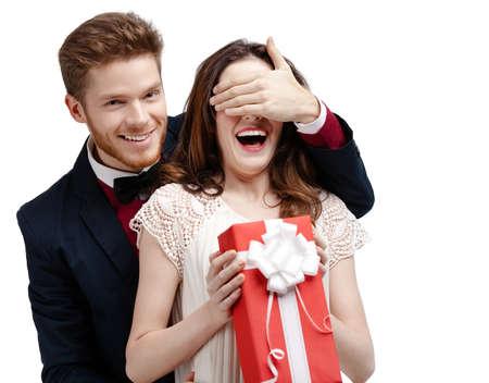 gladly: El hombre cubre con los ojos la mano de su novia, aislado en blanco Foto de archivo