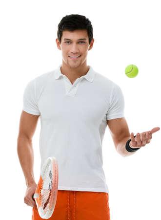 jugando tenis: Hombre deportivo jugando al tenis, aislado en blanco Foto de archivo