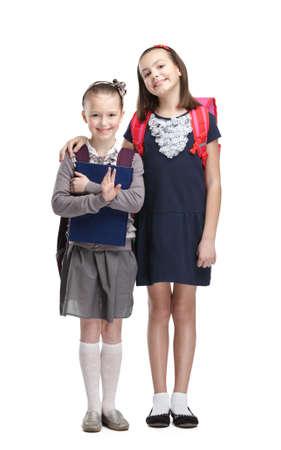 ir al colegio: Dos compa�eros de clase est�n contentos de comenzar el a�o nuevo de estudio, aislado, fondo blanco