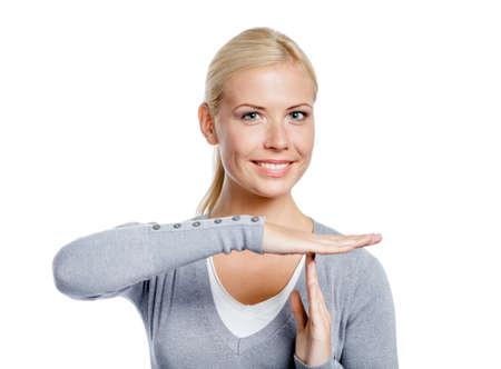 grigiastro: Ritratto di ragazza in maglione grigio gestire time out, isolato su bianco