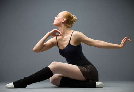 바닥 발레리나, 회색에 격리에 춤. 우아한 예술과 낚시를 좋아하는 취미의 개념