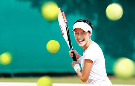 Young woman in sportswear plays tennis at contest Banque d'images