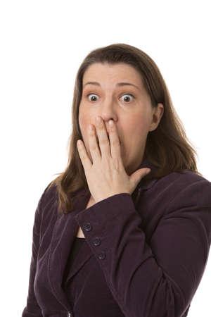 occhi sbarrati: Donna scossa con gli occhi spalancati, isolato