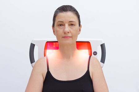 Pain relief for a fibromyalgia patient with infrared light lamp, thermotherapy treatment.