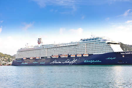 CASTRIES, SAINT LUCIA - JANUARY 2018: Mein Schiff 3 cruise ship in the Caribbean, side view. Éditoriale