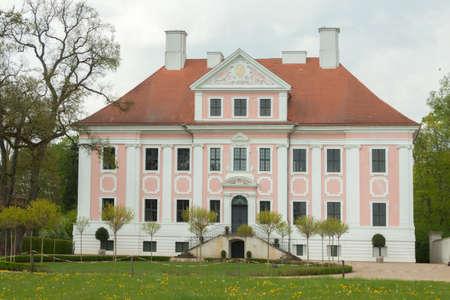 house gables: Parque y la construcci�n de Schloss Gro? Rietz Editorial