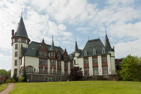 tourismus: Altbau des Hotels Klink am Ufer der Müritz