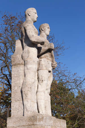 olympic stadium: Statue of two athletes at the Olympic Stadium in Berlin