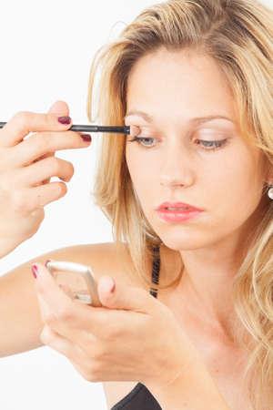 embellished: Young woman putting on eyeshadow