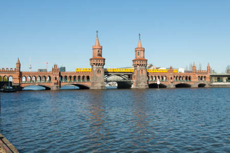 treptow: Look at the entire Oberbaum bridge in Berlin