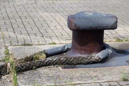 spliced: Weathered rope to a mooring at the port of Warnemünde Stock Photo