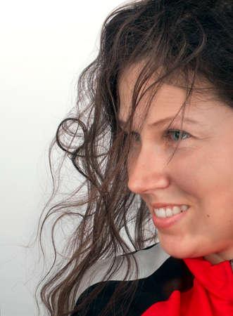 zerzaust: Portr�t einer l�chelnden jungen M�dchen mit blauen Augen und zerzausten Haaren Lizenzfreie Bilder