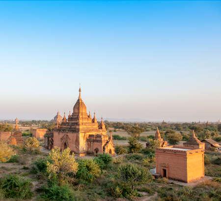sien: Paisaje con una gran cantidad de templos en Myanmar