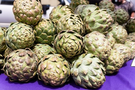 A bunch of artichokes on display at the farmers market. Stock fotó