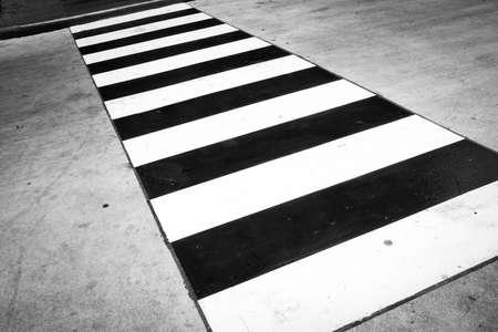 paso de cebra: Antecedentes del paso de peatones - Blanco y Negro