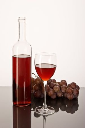 cutglass: drink series: red wine glass and bottle with grapes Stock Photo