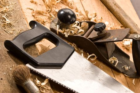 Набор инструментов плотника на TNE древесины и стружки