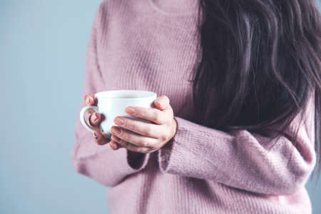 woman hand holding cup of tea or coffee Reklamní fotografie