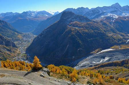 veny: Autumn foliage in Valle di Aosta, Italy