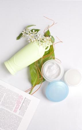 cosmetica van kruiden in de witte achtergrond Stockfoto
