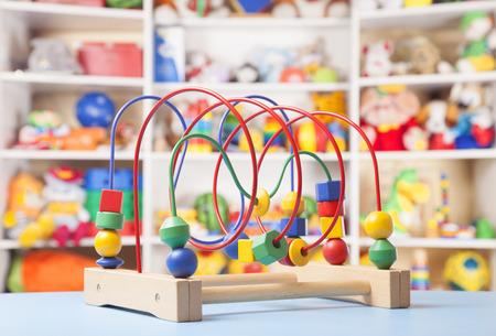 houten speelgoed in de kamer voor kinderen Stockfoto