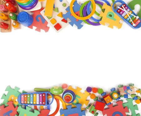 Kleur speelgoed grens op de achtergrond van de tijd