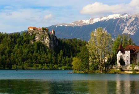 Bled castle (Blejskj grad) on lake Bled (Slovenia), on the background the Julian Alps Imagens - 129582745