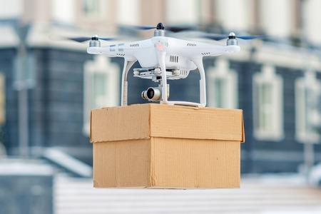Drone is een geweldig hulpmiddel voor het afleveren van pakketten. Redactioneel