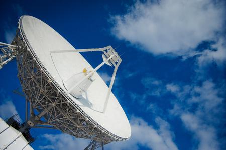 Russland - 30. Oktober 2013: Teleskop Budara ist ein riesiges Radioantenne mit großem Durchmesser, die für Raumobjekte mittels Funkwellen durchsucht.