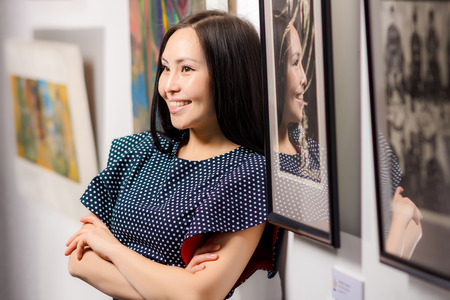 gallerie: Young asian woman as a visitor in the gallery Stock Photo