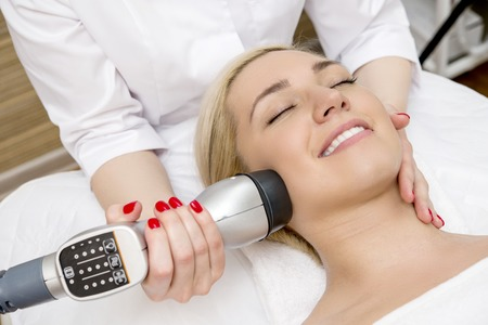 Female taking a facial massage in the spa salon Imagens - 60264731