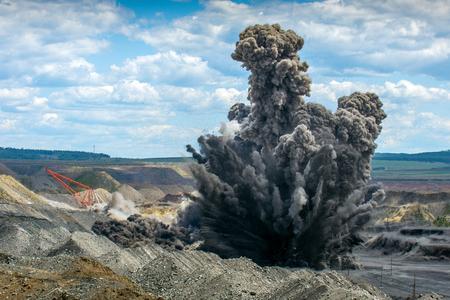 Prace wybuchowe na kopalni odkrywkowych