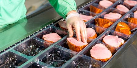 Several chunks of raw meat being processed packaged and shipped Standard-Bild