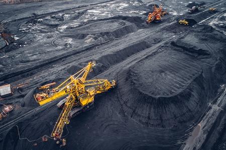 Steenkoolwinning bij een open kuil van hierboven. Stockfoto