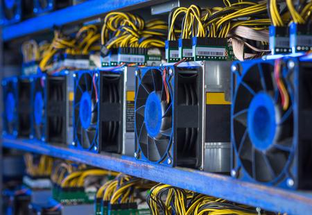仮想通貨機器マイニング