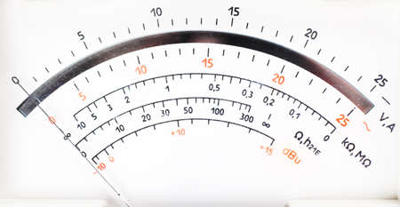 contador electrico: Closeup vista de l�nea anal�gica medidor de electricidad
