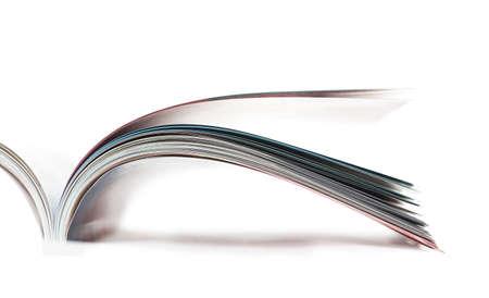 leggere rivista: Messa a fuoco dell'immagine selettivo della rivista di profilo