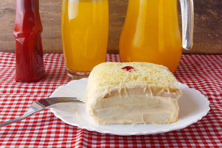 salted chicken pie, made with sliced bread, mayonnaise and grated cheese, traditional in Brazil. Brazilian food Standard-Bild