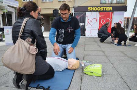 """salud publica: Osijek, Croacia. 25 de oct, 2014. """"an�mame"""" es una campa�a de salud p�blica para crear conciencia de la importancia de la RCP saber, la reanimaci�n cardiopulmonar."""