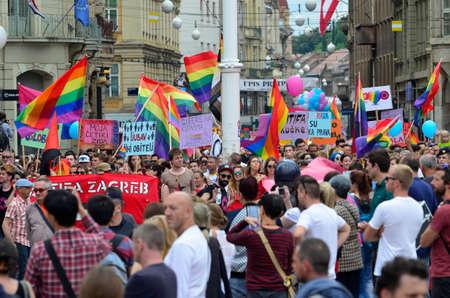 """transexual: Zagreb, Croacia. 11 de junio de 2016. 2016 XV.Zagreb marcha del orgullo para las personas LGBTIQ y familias bajo el lema """"Croacia a�n no ha ca�do!"""""""